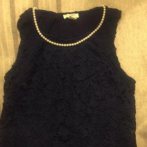 Navy appliqué sleeveless cotton shirt